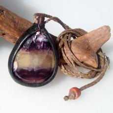 紫黄緑マルチカラーフローライト(蛍石)革包みペンダントネックレス