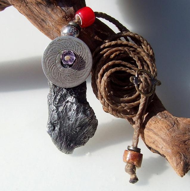 シホテアリン隕石の天然石パワーストーンハンドメイドネックレス